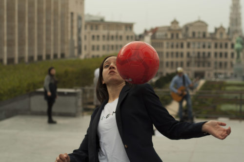 Rajae Maouane jongle avec agilité.
