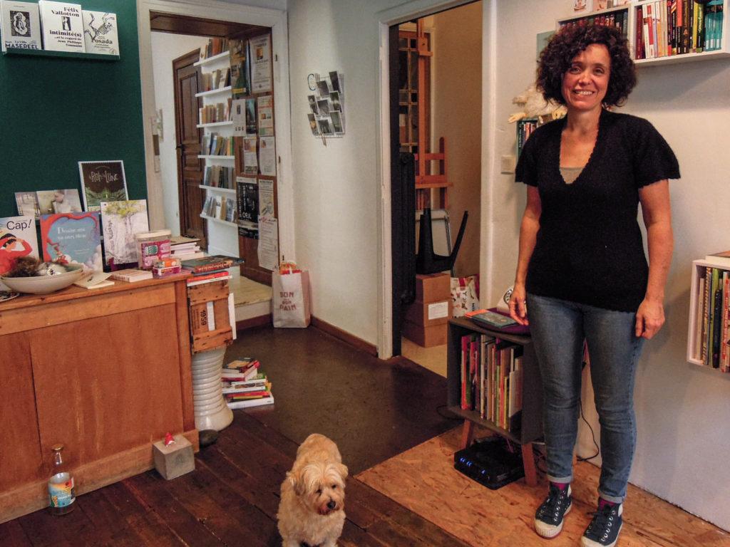 Géraldine Frognet, conseillère communale à Arlon dans sa librairie.