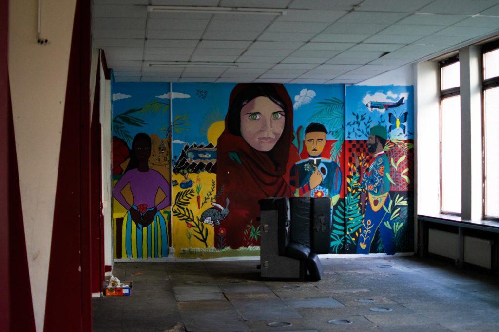 Fresque murale dans le hall de l'immeuble