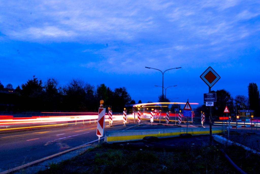 Nuit et jour le croisement est congestionné
