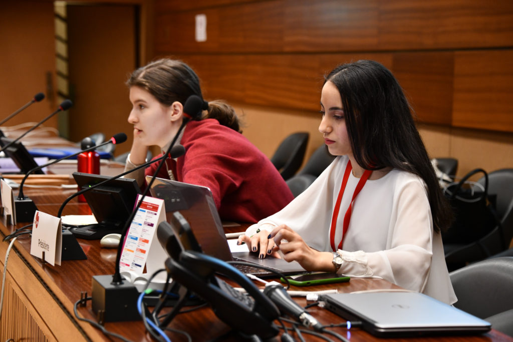 Aliaa Latch et Zvezdana Bozovic, co-présidentes du comité UNEP au GIMUN 2020