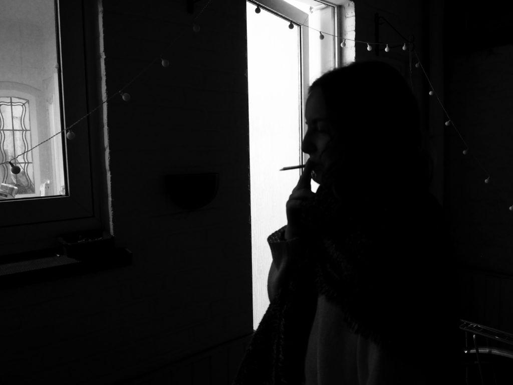 Ondine fume dehors