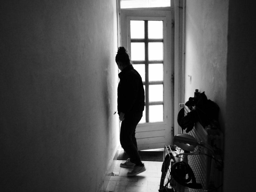 Juliette ouvre la porte