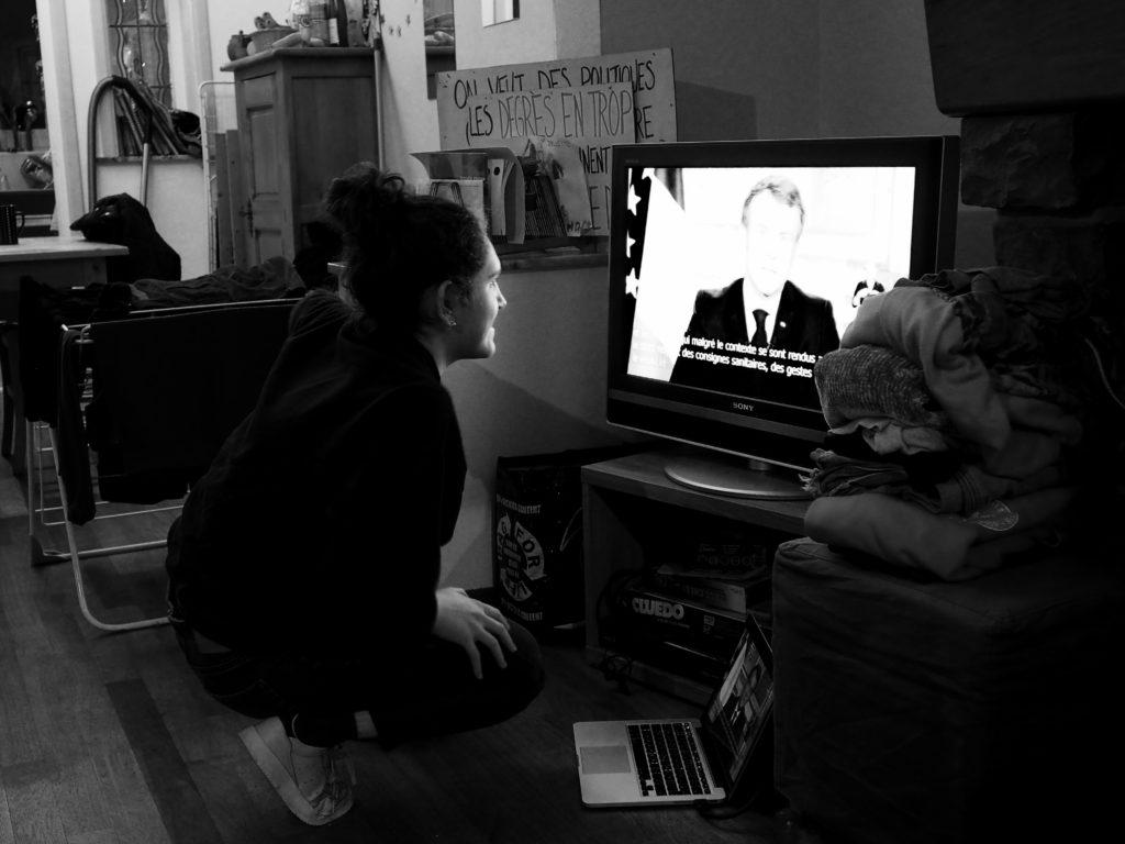 Juliette regarde le discours de Macron