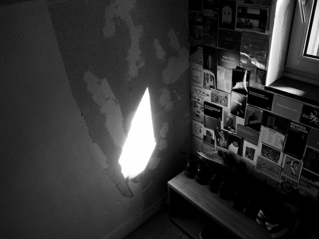 Un rayon de soleil illumine le murs
