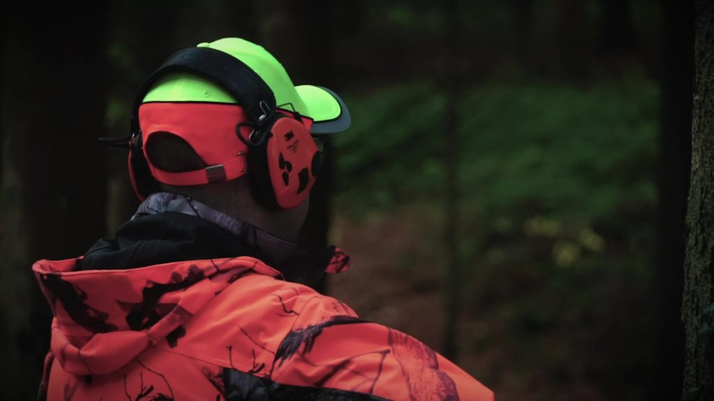 Un chasseur dans l'attente de prendre un tir. Celui-ci reste relativement rare lors d'une battue.