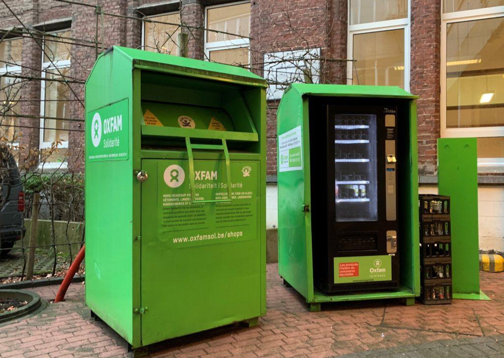 Bulles vertes Oxfam pour donner des vêtements.