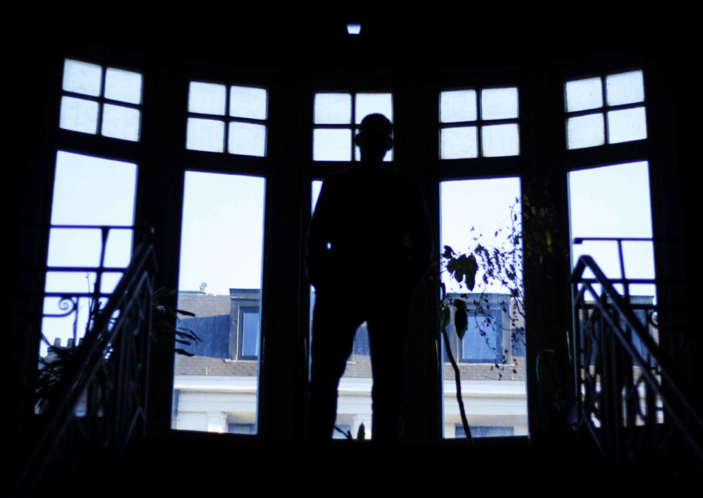 Eric Franssen, directeur du Palace, à la fenêtre de la salle de réception.
