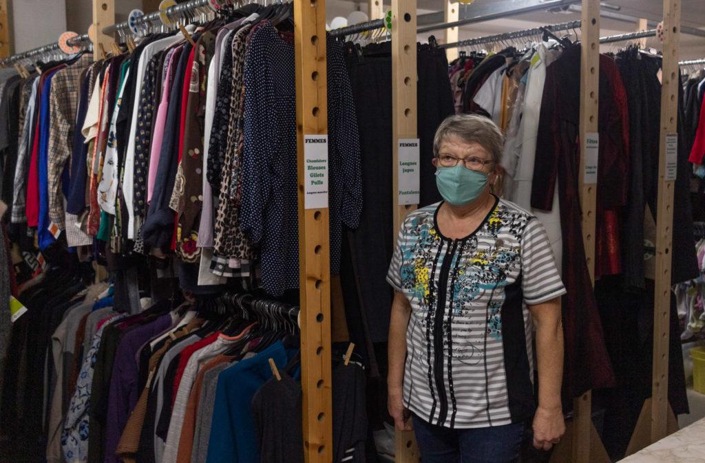 Christiane dans son arrière boutique